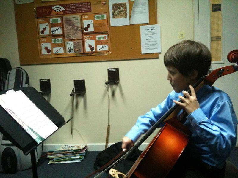 Theo cello